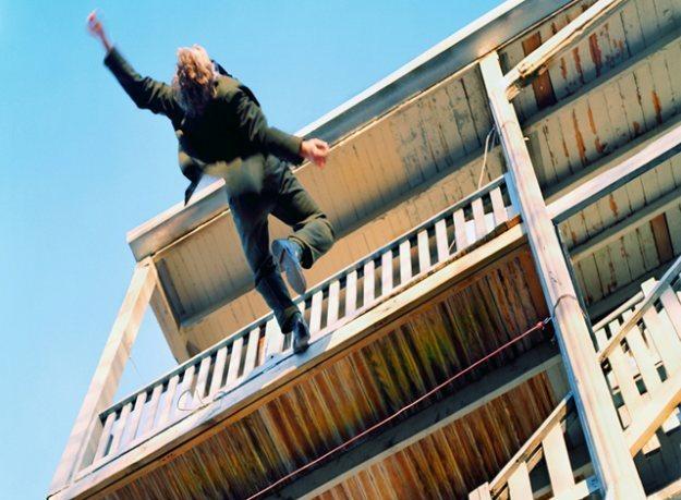 Пьяная женщина вНовокузнецке выпала сбалкона 4 этажа