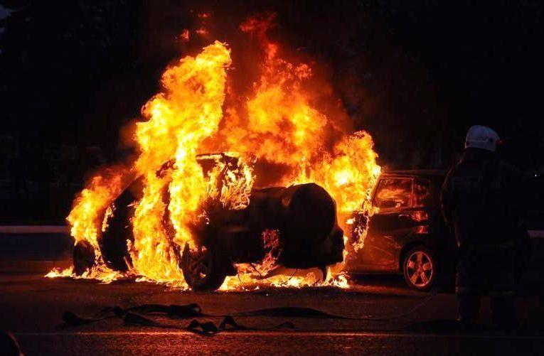 ВКузбассе ночью подожгли автомобиль Митцубиси