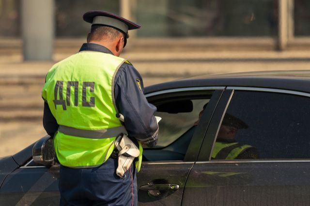 Кемеровчанин на Хонда Civic напротяжении часа пару раз нарушил ПДД