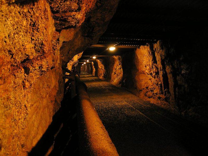 Информация озастрявших взакрытой шахте людях неподтвердилась