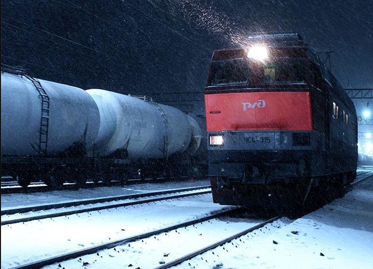 Грузовой поезд насмерть сбил 40-летнего кузбассовца