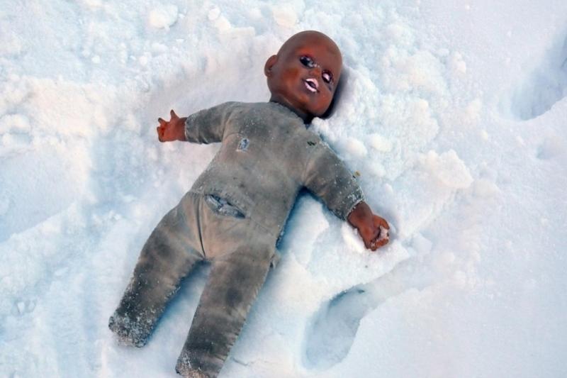 Сугроб спас жизнь 4-летней девушки , «вышедшей погулять» через окно