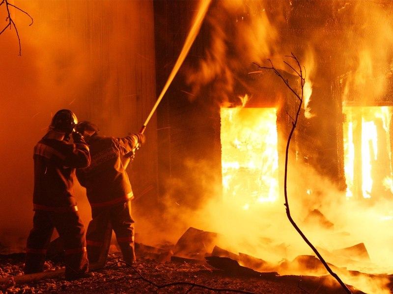 ВКузбассе семья изтрёх человек погибла вгорящем доме
