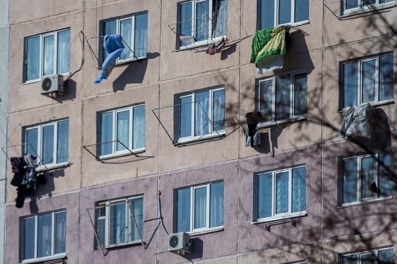 Испугавшись мужа, женщина вытолкнула гостя вокно— Кузбасс