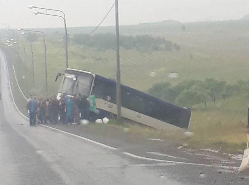 НаКузбассе съехал вкювет рейсовый автобус из-за отказа тормозов