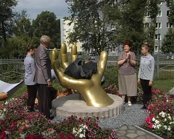 ВКемерове установили скульптурную композицию «Шахтёрская слава»