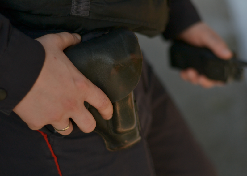 Кемеровчанка вкараоке-баре пробовала пробить бронежилет полицейского