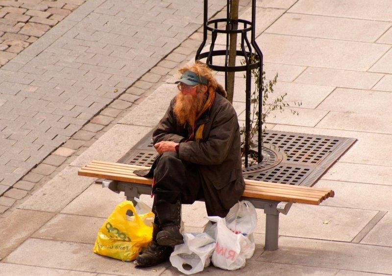 Кемеровский бездомный поел на11 тыс. ивпал в«пищевую кому»