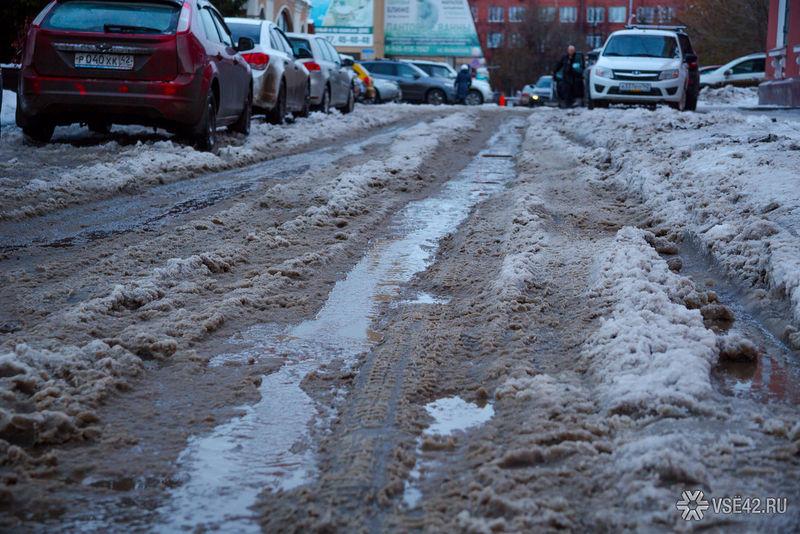 Кемеровчане несмогли выехать издома из-за снежной каши на трассах