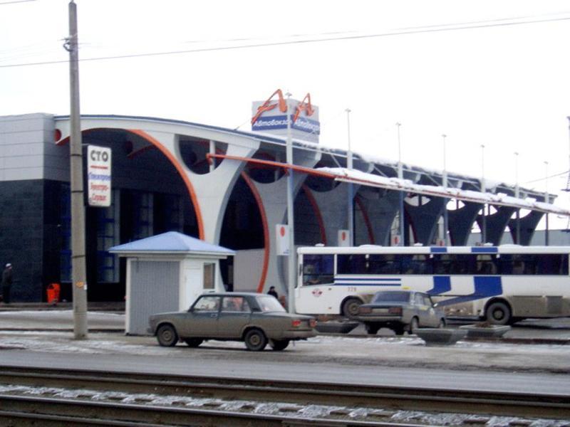 Узабора кемеровского автовокзала обнаружили мужское тело