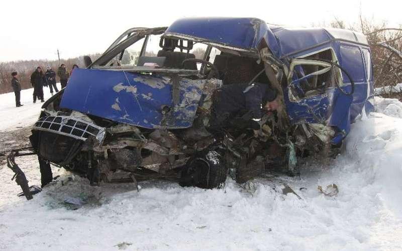 ВКузбассе отстолкновения Газели иКамАЗа умер человек