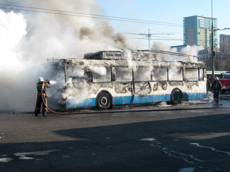 ВКемерове находу зажегся троллейбус