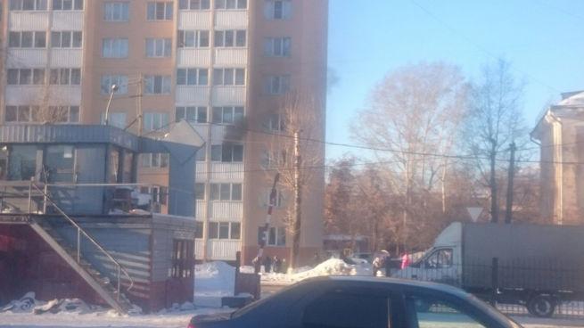 ВКемерове в высотном многоэтажном здании произошёл пожар из-за возгорания телевизора