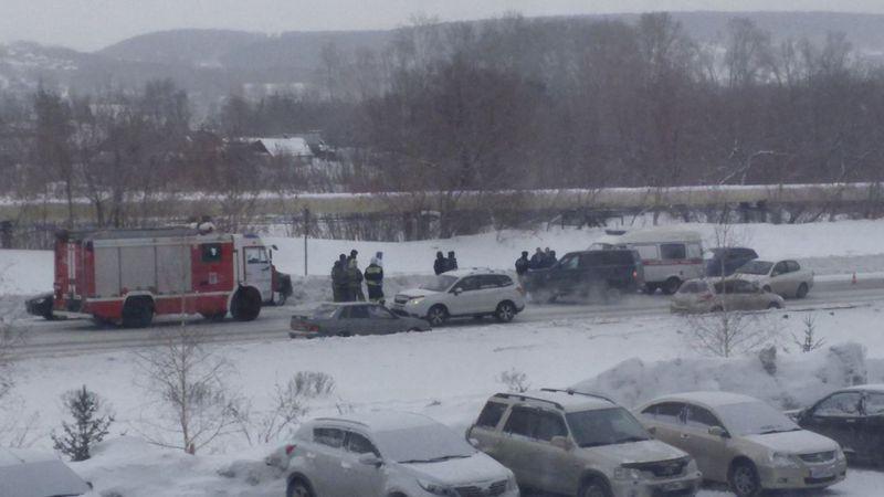 ВКемерово встолкновении четырех авто пострадал человек