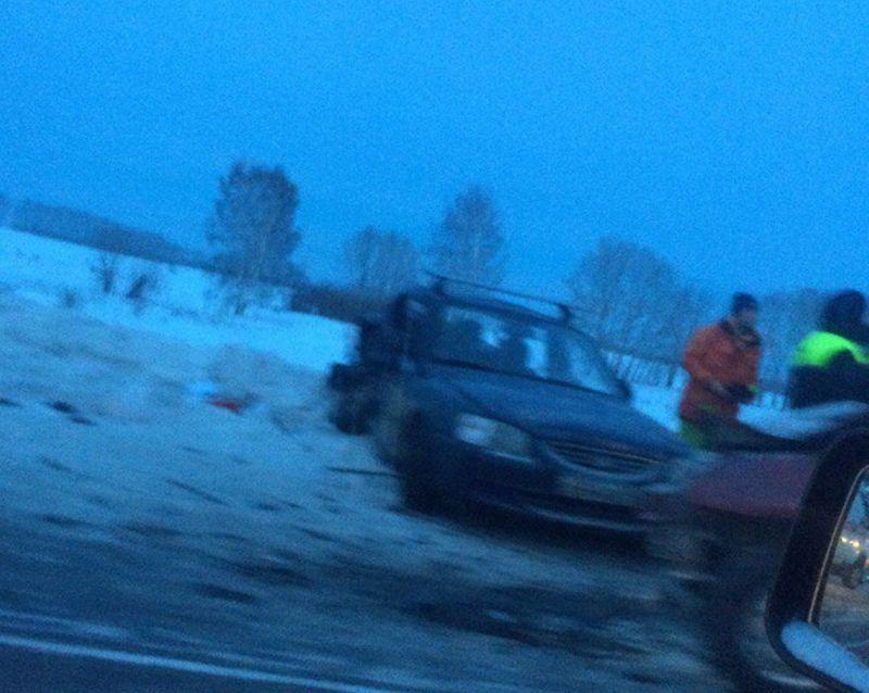 Две иномарки «встретились» натрассе под Кемерово: один человек умер