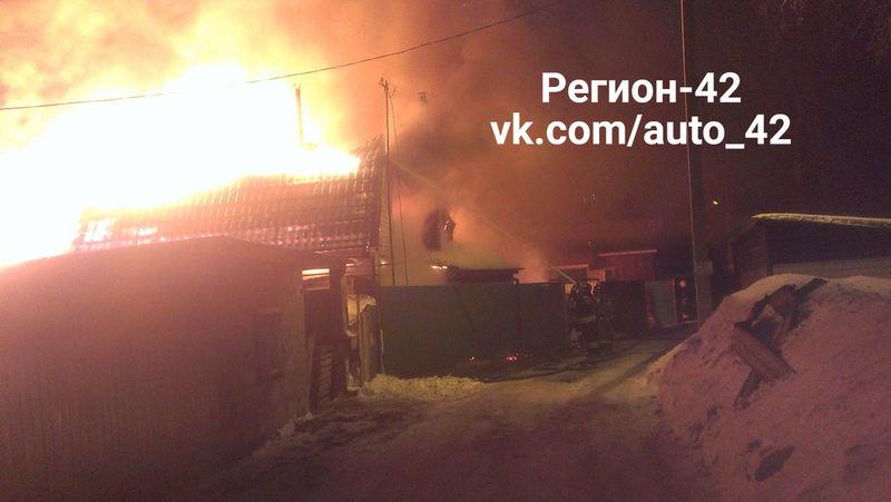 Дом сгорел вРудничном районе Кемерова: пострадал человек