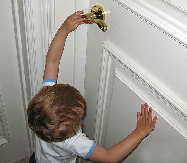 Кемеровские cотрудники экстренных служб обесточили квартиру ради спасения двухлетнего ребенка