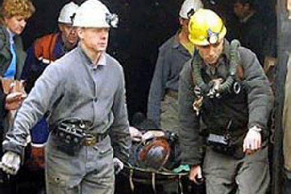 Рабочий шахты СДС вКузбассе умер, пытаясь перепрыгнуть через конвейер