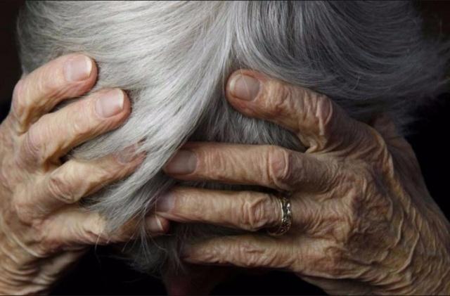 Трое кузбассовцев ради алкоголя избили иограбили старушку