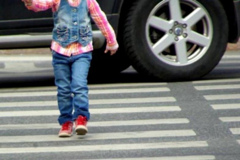 Кузбасс: шофёр «Ларгуса» сбил напешеходном переходе трёх детей
