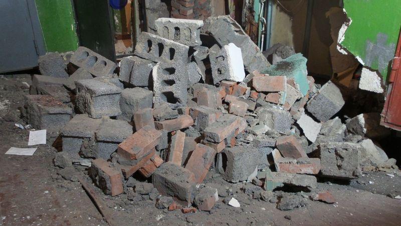 Гражданин Кузбасса умер, разбирая стену заброшенного дома, проводится проверка— СК