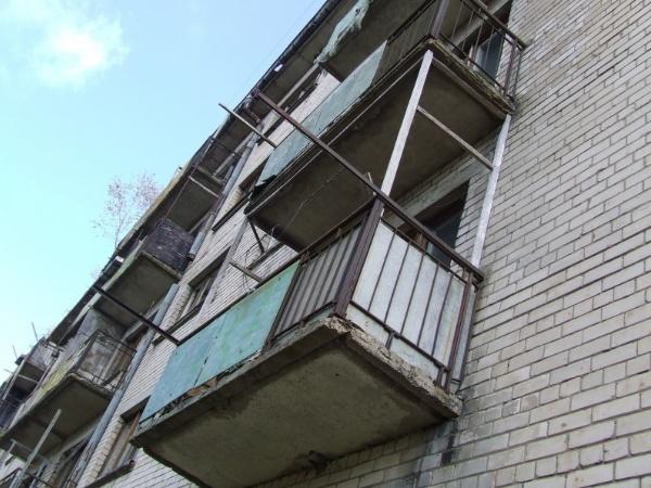 ВЛенинском районе Кемерова мужчина упал сшестого этажа