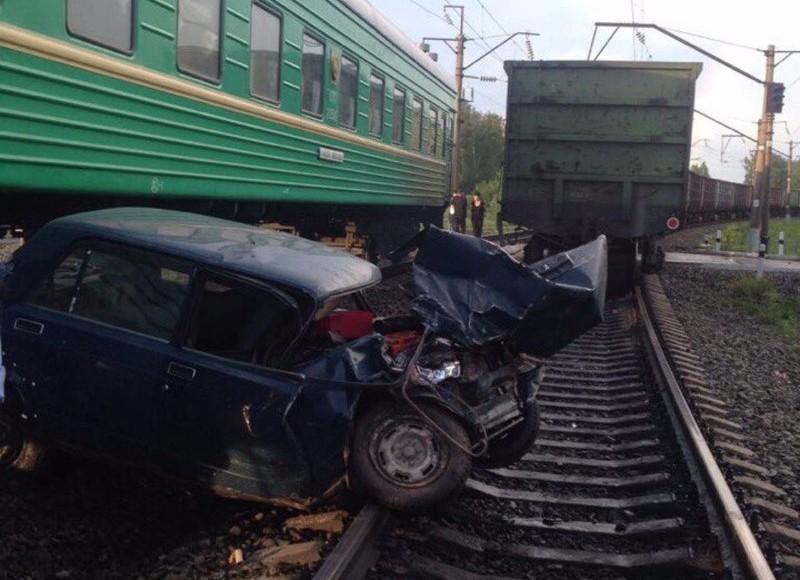 ВКузбассе шофёр ВАЗа устроил ДТП с 2-мя поездами и исчез